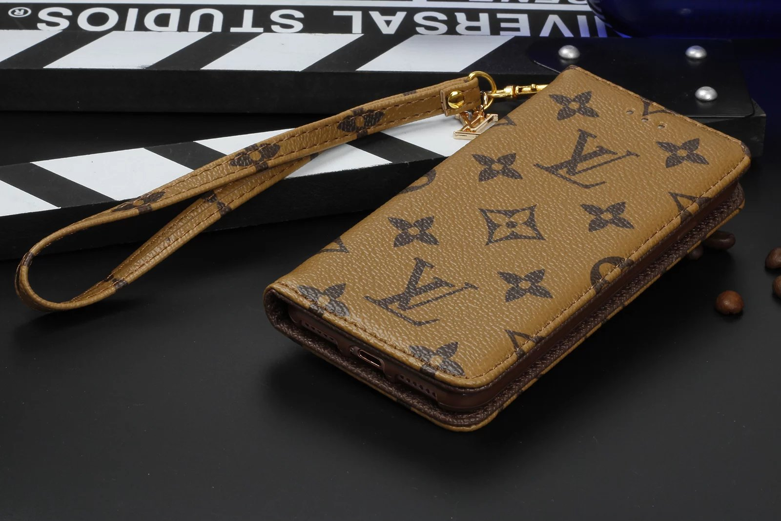iphone hüllen günstig beste iphone hülle Louis Vuitton iphone 8 hüllen original iphone 8 hülle iphone ca8 individuell cover 8lbst erstellen iphone silikon ca8 iphone 8 hülle lila lederhülle iphone 8